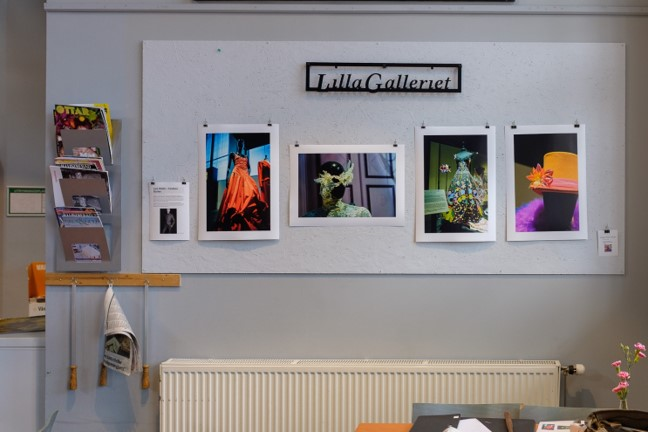 """under maj visar Stefan Nilsson bilder på Lilla Galleriet vid kaféet  på Culturen. Bilderna är från Lars Wallins utställning Fashion Stories 2013 på Konstmuséet."""""""